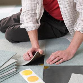 montaż płytek dywanowych